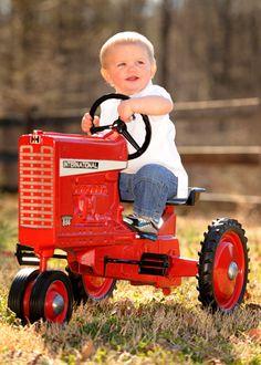 Baby tractor ღ~*~*✿⊱╮