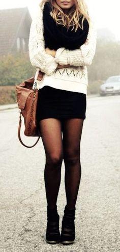 Saia + meia calça + bota + blusa de tricô