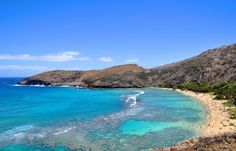 Oahu beaches and snorkeling: Hanauma Bay! Hawaii vacation tips with things to do on Oahu as free activities like hikes, beaches, and snorkeling from Waikiki to the North Shore, with interactive map. Checklist of Oahu activities for Hawaii bucket list destinations with the best travel photography spots for vacation pictures. Use it as a potential day trip itinerary as a self-guided island tour and island road trip for families and couples to see Hawaii on a budget with adventure!