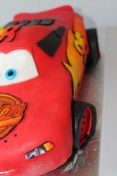 Maison de Nani: Lightning McQueen von Cars - Cake Lightning Mcqueen, Cars, Autos, Car, Automobile, Trucks