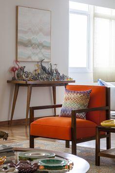 Uma decoração com papeis de parede, móveis assinados, peças importantes e muita personalidade: https://www.casadevalentina.com.br/blog/OPEN%20HOUSE%20%7C%20MARCELA%20FURLAN ------- Decorated with wallpapers, designer furniture, important documents, and a lot of personality: https://www.casadevalentina.com.br/blog/OPEN%20HOUSE%20%7C%20MARCELA%20FURLAN