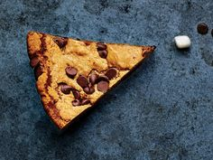 Winning Super Bowl Desserts The Best Super Bowl Desserts for Your Party: Deep-Dish Chocolate Chip Skillet Cookie Skillet Chocolate Chip Cookie, Skillet Cookie, Chocolate Chip Recipes, Chocolate Chip Cookies, Chocolate Desserts, Superbowl Desserts, Party Desserts, Cookie Recipes, Dessert Recipes