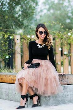 nice Jupon en tulle : 25 Fall Wedding Outfit Ideas for Guests Black Tulle Skirt Outfit, Pink Tulle Skirt, Tulle Skirts, Tulle Skirt Outfits, Black Tutu, Midi Skirts, Long Skirts, Tulle Lace, Tulle Dress