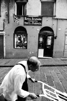 Marina Spironetti, working in Genoa...also, see the sign for the farinata bakery in the background.