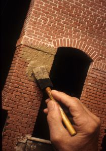 DIY how to make and finish off faux brick. In case I decide to make mouse/fairy house, or train layout. Train Miniature, Miniature Houses, Miniature Dolls, Dollhouse Tutorials, Diy Dollhouse, Dollhouse Miniatures, Halloween Miniatures, Vitrine Miniature, Tips And Tricks