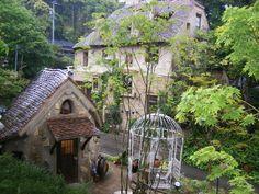 まるでジブリの森!日本一カワイイと話題の「ぬくもりの森」とは | RETRIP Magical Tree, The Good Place, Scenery, Home And Garden, Landscape, Architecture, House Styles, World, Building