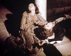 OLIVIA HUSSEY LEONARD WHITING ROMEO AND JULIET 8X10 PHOTO LYING ON GROUND