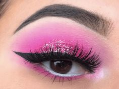 Gorgeous Makeup: Tips and Tricks With Eye Makeup and Eyeshadow – Makeup Design Ideas Sparkle Eye Makeup, Blue Eye Makeup, Eye Makeup Tips, Smokey Eye Makeup, Pink Makeup, Sparkle Nails, Make Up Kits, Makeup Trends, Makeup Inspo