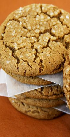 Molasses Spice Cookies bring home a soft, chewy, deliciously spiced cookie. They offer the perfect flavor, texture and spice in my book. Molasses Cookies, Spice Cookies, No Bake Cookies, Yummy Cookies, Yummy Treats, Cookies Et Biscuits, Sweet Treats, Cookies Kids, Frost Donuts