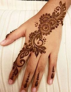 Mehndi design makes hand beautiful and fabulous. Here, you will see awesome and Simple Mehndi Designs For Hands. Henna Hand Designs, Mehndi Designs Finger, Pretty Henna Designs, Basic Mehndi Designs, Mehndi Design Photos, Mehndi Designs For Fingers, Beautiful Mehndi Design, Mehandi Designs, Latest Mehndi Designs