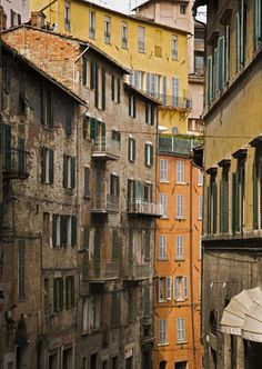 Explore Perugia holidays and discover the best time and places to visit. Perugia Italy, Umbria Italy, Italy Street, Colourful Buildings, The Beautiful Country, Italy Travel, Italy Trip, Dream Vacations, Wonders Of The World