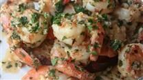 I get hungry just watching the video. This looks like a hit!! Garlic and shrimp....how could you go wrong?!