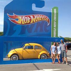 Eine Hot Wheels Spielzeugschachtel wurde für dieses Sensation Marketing Aktion in Lebensgröße auf Parkplätzen aufgestellt und Fotos online gestellt! Genial!