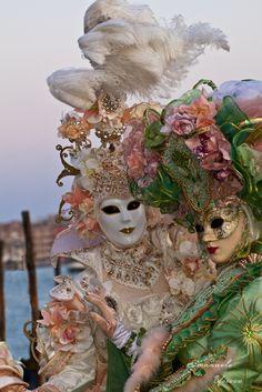 The real glamor of Carnival Venetian Costumes, Venice Carnival Costumes, Venetian Carnival Masks, Carnival Of Venice, Venice Carnivale, Venice Mask, Mardi Gras, Clowns, Ballet Bolshoi