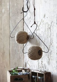 15 DIY ideas and tutorials on how to make wire hangers - All For Garden Wire Hangers, Wire Hanger Crafts, Craft Storage, Creative Storage, Twine, Decoration, Diy And Crafts, Diy Projects, Crafty