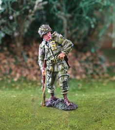 World War II 101st Airborne CS00740 Standing Reloading - Made by The Collectors Showcase Military Miniatures and Models. Factory made, hand assembled, painted and boxed in a padded decorative box. Excellent gift for the enthusiast.