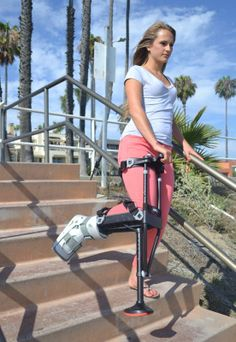 iWALK Hands Free Crutch revolutionary crutch alternative for lower leg injuries. New knee crutch provides hands free, pain free mobility for people with non-weight bearing lower leg injuries. Hands free crutch increases efficiency for walking. Sore Hands, Ankle Surgery, Broken Foot, Leg Injury, Surgery Recovery, Crutches, Neck Pain, Lose Belly, Exercise