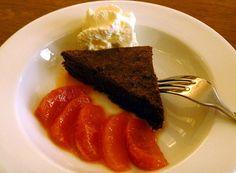 Brownie mit Blutorangenkompott Orange, Steak, Tableware, Food, Dinnerware, Meal, Dishes, Eten, Steaks