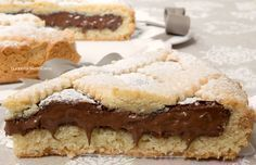 Nutella crostata is one of the most popular sweets ever. So the Nutella stays soft and creamy. Baking Recipes, Cake Recipes, Dessert Recipes, Cake Cookies, Cupcake Cakes, Crostata Recipe, Gateaux Vegan, Delicious Desserts, Yummy Food