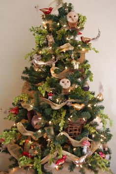Woodland Christmas Tree - I think this is my favorite of all kinds of Christmas decor .
