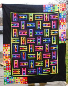 colorful flying geese quilt, on the christine baker - fairfield road designs… Quilt Square Patterns, Square Quilt, Art Patterns, Easy Quilts, Scrappy Quilts, Quilting Tutorials, Quilting Designs, Quilting Ideas, Quilt Border