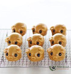 Handmade Piggy Mooncakes 小猪月饼