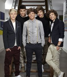 Louis just likes to wear suspenders with everything, doesn't he? xD