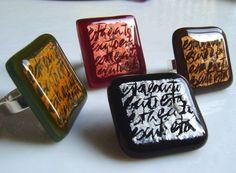 Es licenciada en historia del arte. Acabó sus estudios en la Fundació Centre del Vidre de Barcelona el año 1998, cuando cumplía 25 otoños. Su regalo de cuarto de siglo fue un horno de vidrio. Empez... Fused Glass Jewelry, Resin Jewelry, Ice Resin, Stained Glass, Barcelona, Letters, Jewels, Glass Art, Resin