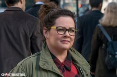 A crop of new photos have arrived on the Ghostbusters website, including the first official look at Chris Hemsworth in character as the receptionist to Kristen Wiig, Melissa McCarthy, Leslie Jones, and Kate McKinnon's ghost-busting characters. Ghostbusters Characters, Female Ghostbusters, Ghostbusters Reboot, Ghostbusters Movie, Ghostbusters Costume, Kate Mckinnon, Chris Hemsworth, Films, Yachts