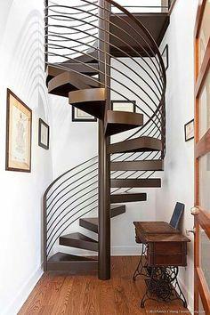 Lineas puras para esta escalera de caracol. Home Decor.