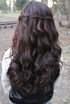 love it- looks medieval -- loose curls hair w twisty band pullback