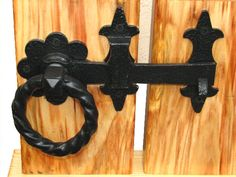 Double gate latch.