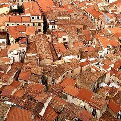 #Cefalu, #Sisilia. Kiitos hienosta kuvasta @hatukka! Sisiliaa luvassa myös 1.10. ilmestyvässä lokakuun Mondossa, kaksi loistavaa reittivaihtoehtoa viikon tai kahden lomaan. #italia #italy #sicily #mondolöytö #mondolehti