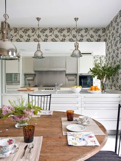 〚 Beautiful Spanish design by Isabel Lopez-Quesada 〛 ◾ Photos ◾Ideas◾ Design Classical Kitchen, Isabel Lopez, Spanish Design, Kitchen And Bath, Kitchen White, Buy Kitchen, Kitchen Tools, Room Themes, Beautiful Kitchens