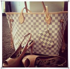 Neverfull Is The Best Choice To Send Your Friend As A Gift. Just $235.99!!! #Louis #Vuitton #Handbags