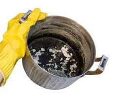 Cómo limpiar una olla quemada