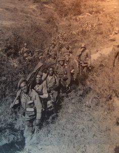Spain - 1936-39. - GC - Requetés avanzando en el frente.