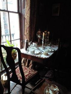 You Are Home, Mrs Hudson, Cozy Nook, Burgundy And Gold, Breakfast Nook, Autumn Home, Wedding Images, Victorian Homes, Sherlock