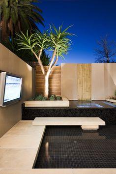 terrassen ideen garten holzboden betonmauer hecken pflanzen baum, Garten Ideen