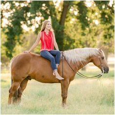 """Horses Palomino & Menschen Giorgia Medows - Class of 2020 - and her AQHA gelding """"Wimpys Present Sto Cowgirl Senior Pictures, Winter Senior Pictures, Outdoor Senior Pictures, Horse Senior Pictures, Basketball Senior Pictures, Senior Picture Props, Pictures With Horses, Country Senior Pictures, Senior Picture Outfits"""