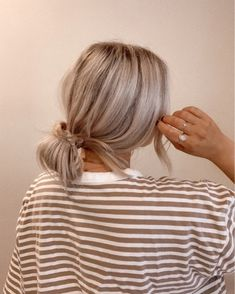Messy Hairstyles, Pretty Hairstyles, Ash Blonde Hair, Blonde Hair Goals, Shirt Hair, Good Hair Day, Dream Hair, Mode Inspiration, Hair Dos