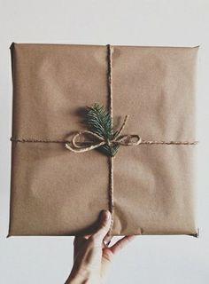 Photo Un papier cadeau nature - 30 idées déco pour une ambiance de Noël à petits prix - Lifestyle - Be.com