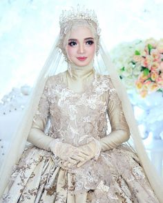 "Dekorasi MUA Bridal kebaya di Instagram ""Flawless makeup Makeup Preweedding mbak @bela.hendri Makeup 💄 @helena_wedding owner Gown design 👗 @helena_wedding owner At gallery…"" Muslimah Wedding Dress, Muslim Wedding Dresses, Wedding Dress With Veil, Hijab Bride, Muslim Brides, Muslim Girls, Hijab Gown, Hijab Style Dress, Bridal Hijab Styles"