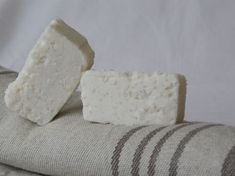 Minttuinen suolasaippua Natural Cosmetics, Soap Making, Feta, Dairy, Cheese, How To Make, Ideas, Natural Beauty Products, Thoughts