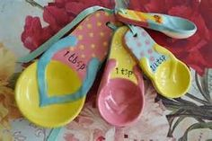 Love these flip-flop spoons Flip Flop Craft, Decorating Flip Flops, Present Wrapping, Mens Flip Flops, Nautical Home, Kitchen Themes, Beach Themes, Flipping, Flip Flop Sandals