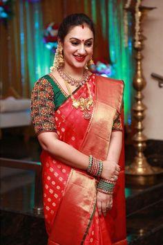 Kanjivaram Sarees Silk, Pure Silk Sarees, Silk Saree Blouse Designs, Bridal Blouse Designs, Bridal Silk Saree, Saree Wedding, Mango Mala Designs, Sister Wedding Pictures, Mango Necklace
