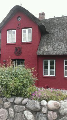 Reetgedecktes Haus auf Amrum/Nebel