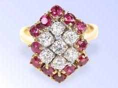 Ring: hochwertiger Goldschmiedering aus den 90er Jahren, Rubine und Brillanten feinster Qualität, c