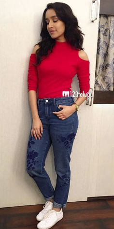 Ideas for sweatshirt fashion outfits awesome Bollywood Outfits, Bollywood Dress, Bollywood Fashion, Teen Fashion, Indian Fashion, Fashion Outfits, Indian Celebrities, Bollywood Celebrities, Sraddha Kapoor
