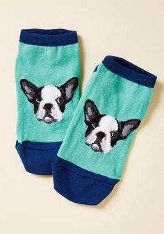 <p>While only one pooch can claim the winning place in your heart, these bright aqua ankle socks feature two Frenchies who finish second and third! With midnight blue trim and realistic faces that know how to make your day, these socks are the top dogs.</p>